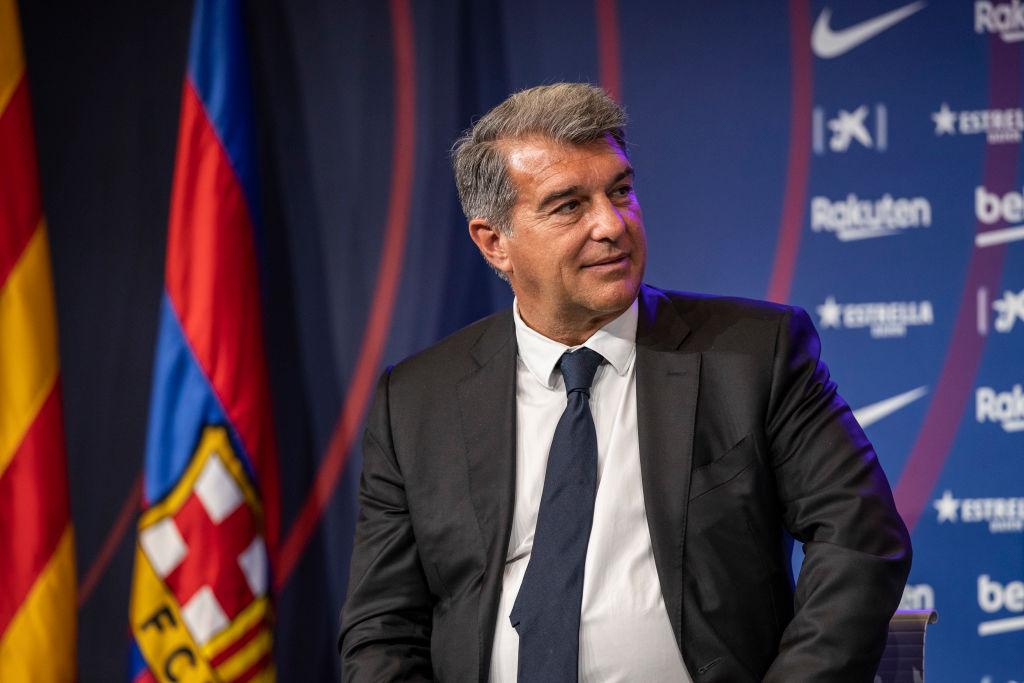 Trods salg af Emerson: Barca prioriterer angriber over ny højreback
