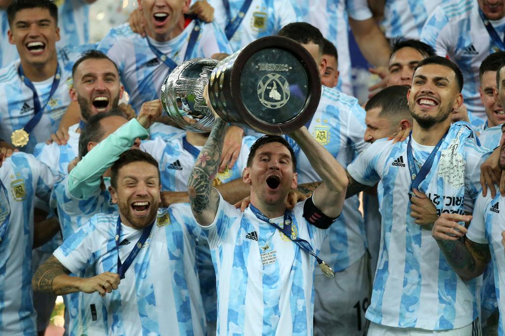 Emiliano Martinez om Messi: Han giver superkræfter
